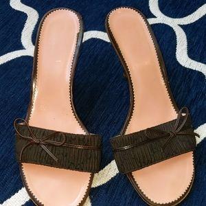 Gorgeous GUCCI brown slides!! SIZE 8
